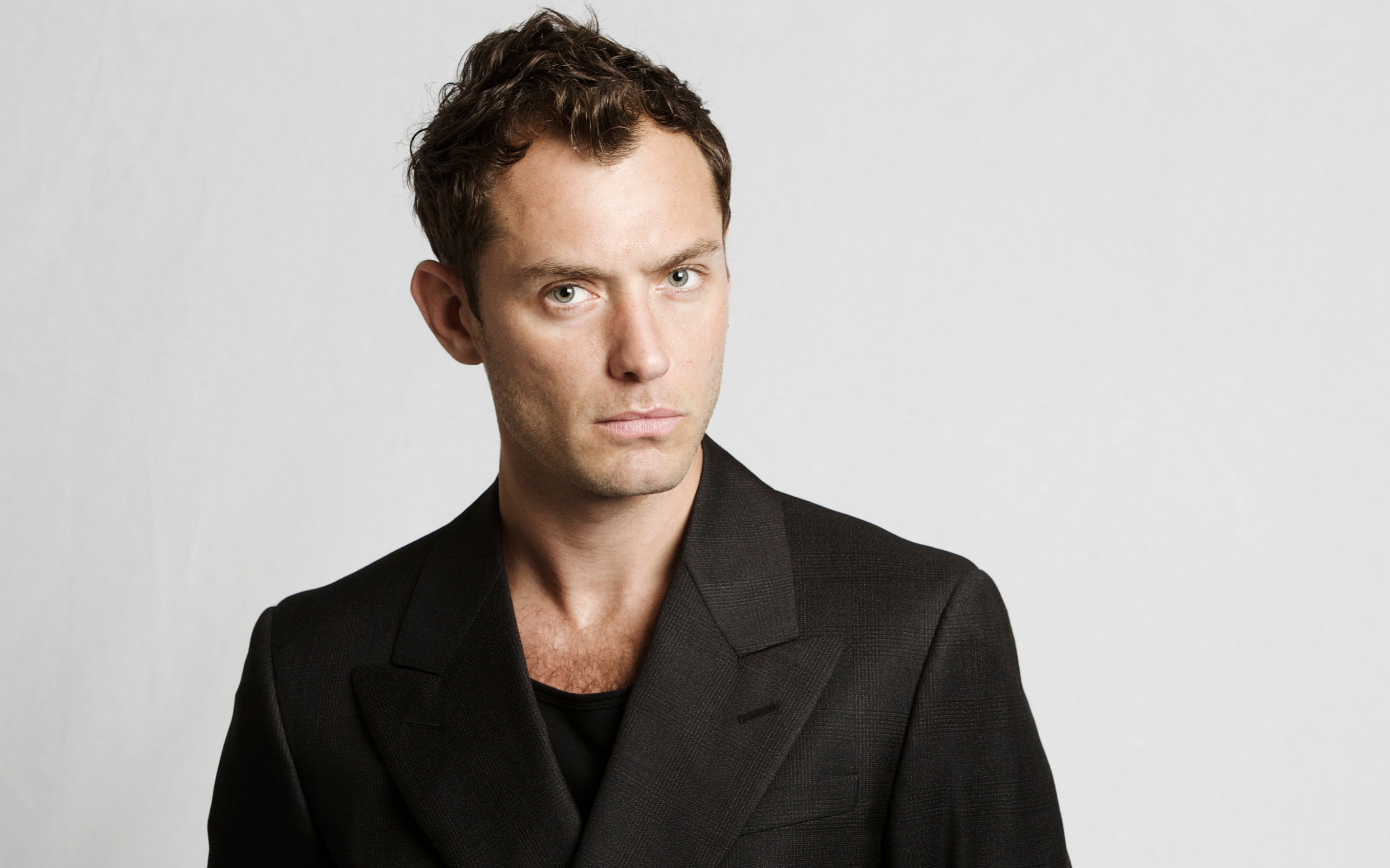 Jude Law Nabs Male Lead in Captain Marvel Film